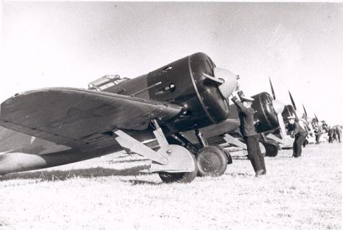 Советские И-16 - типичные истребители 30-х годов