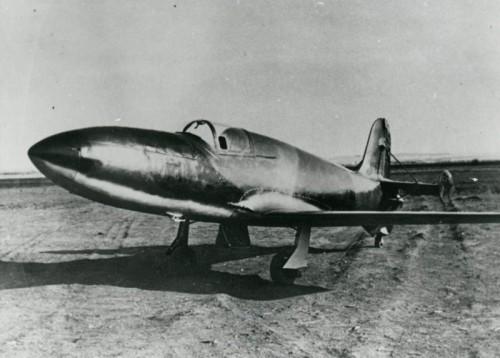 Пока ещё безмоторный БИ-1 на испытаниях в ЛИИ осенью 1941 года