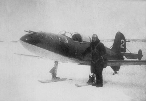 Григорий Бахчиванджи перед первым полётом на БИ-2 (10 января 1943 года)