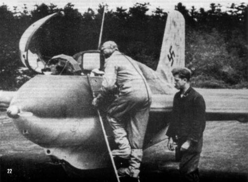 Пилот Ме-163 перед вылетом на очередное задание